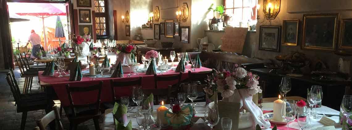 Romantisch im Kerzenschein vorzügliche Küche genießen