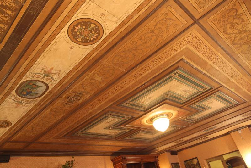 Bild: erhaltene Tapetendecke im Alten Handelshaus Plauen